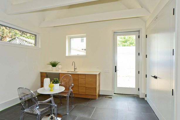 Apartment kitchen (photo 5)