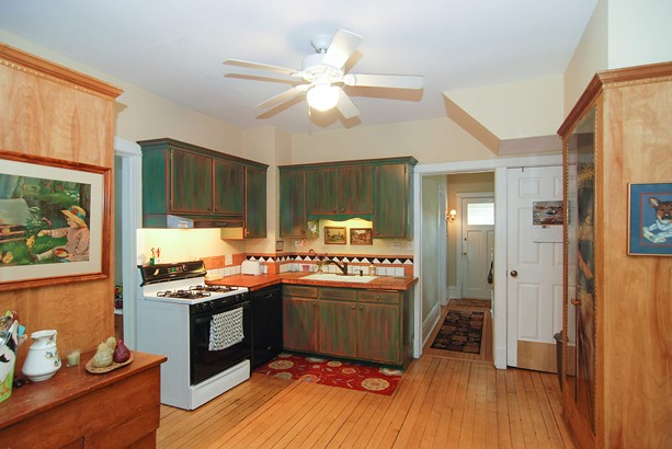 Kitchen (photo 3)