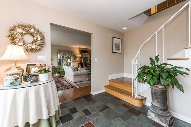 Foyer (photo 2)