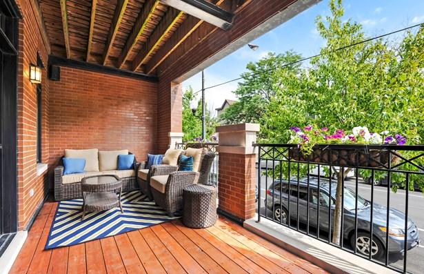 26' x 10' Huge Front Deck off Living Room (photo 5)