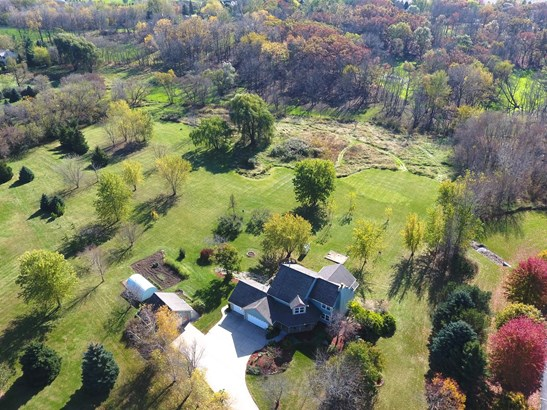 25737 White Tail Ct, Waterford, WI - USA (photo 1)