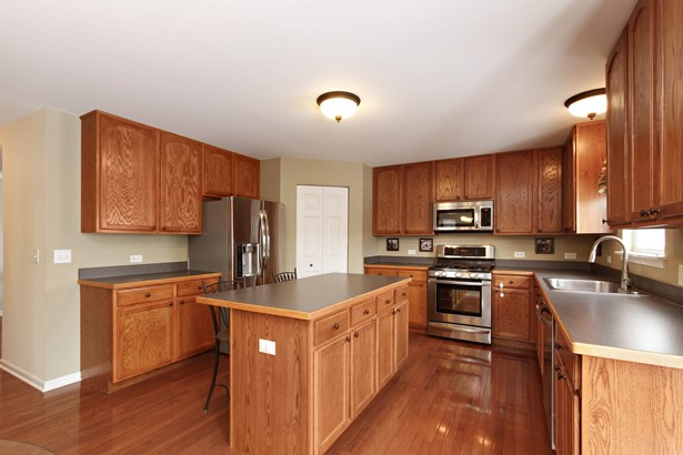 Kitchen with Stainless Steel Appliances & Walk-in (photo 3)
