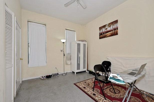 Unit 2 Living Room (photo 3)