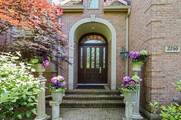 Entryway (photo 2)