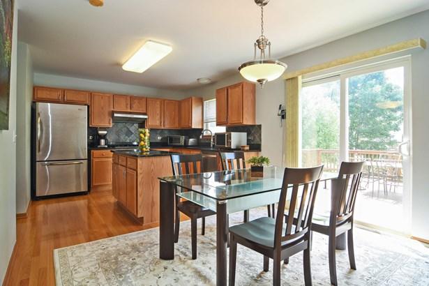 Kitchen (photo 2)