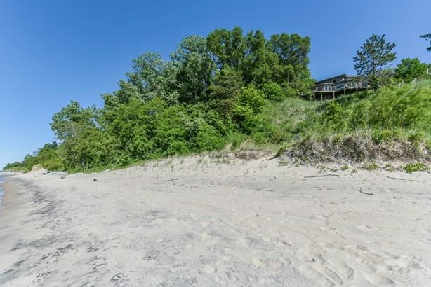 Two Miles of Sandy Beach (photo 4)
