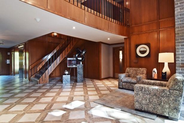 Lobby of Building 4 (photo 2)