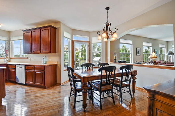 Eat-in Kitchen Area with More Lake Views (photo 4)