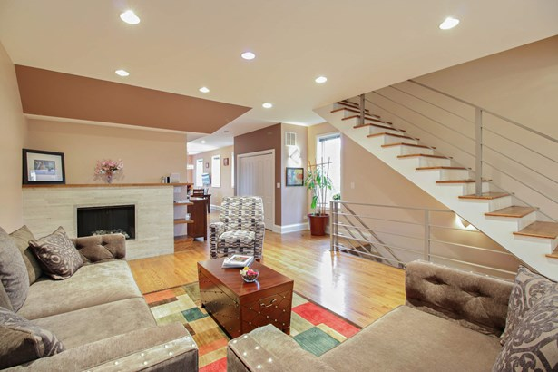 A Living Room that you can really live in! (photo 5)