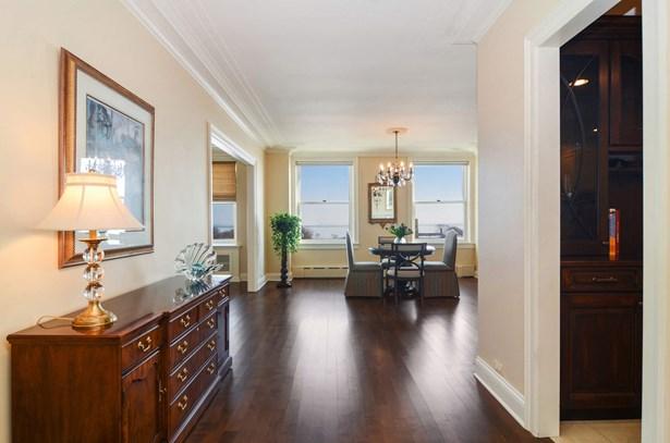 Foyer/Dining Room (photo 4)