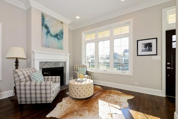 Living Room (photo 2)