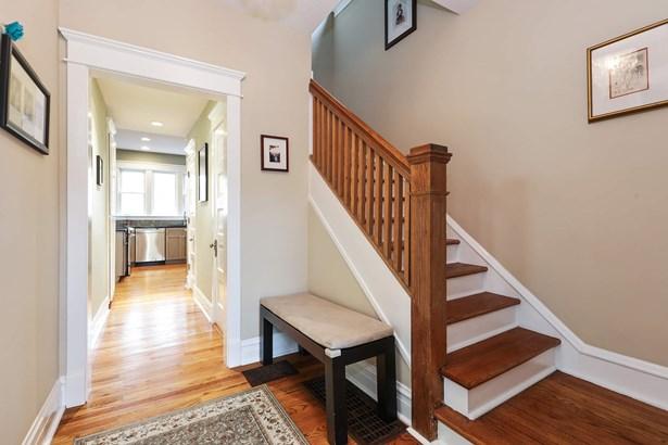 Foyer/Hallway (photo 3)