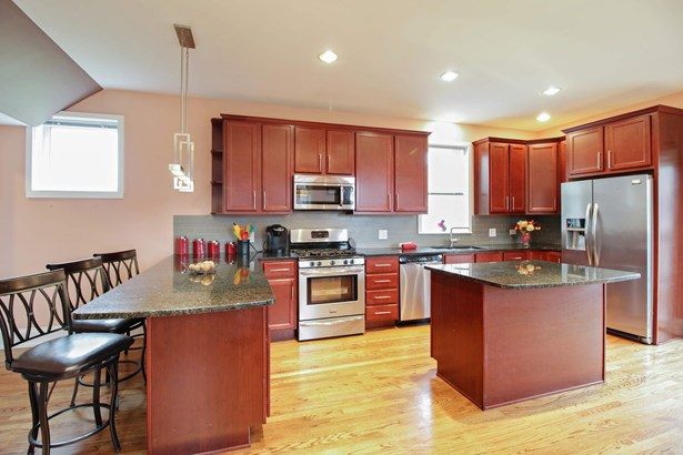 Huge kitchen with great space and storage! (photo 5)