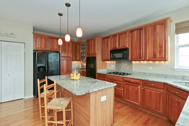 Gourmet Kitchen with Cherry Cabinets and Granite! (photo 5)