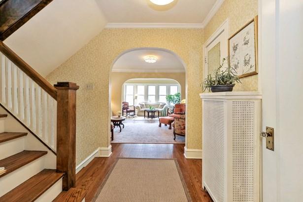Hallway (photo 2)