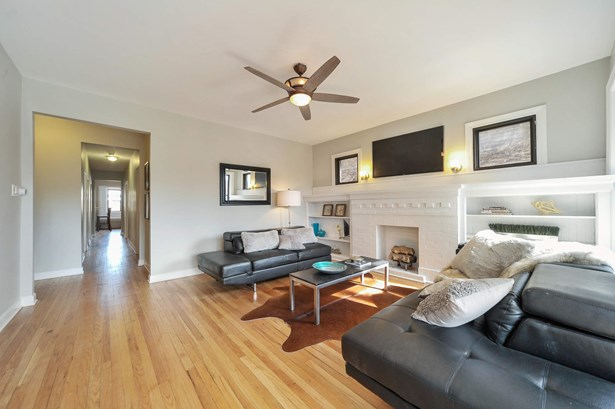 Living Room - 2nd Floor (photo 5)