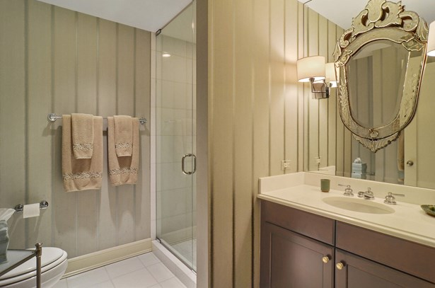 2nd Bathroom (photo 5)