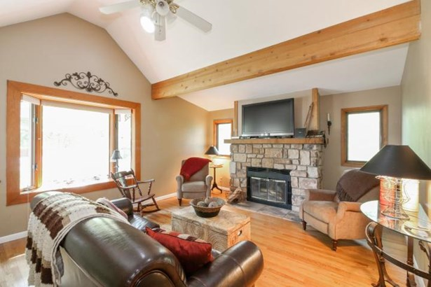 529 Oakwood Trl, Twin Lakes, WI - USA (photo 4)
