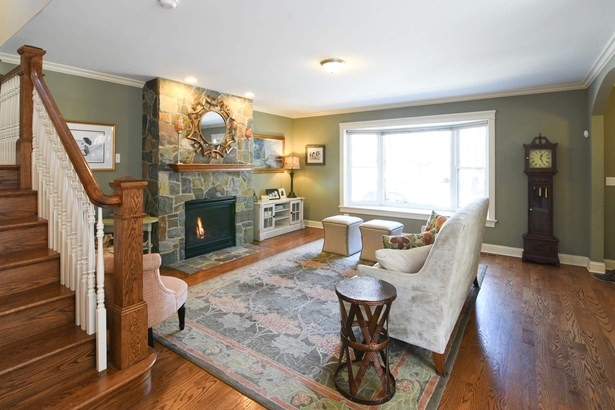Sunfilled Family Room with gorgeous gas fireplace (photo 3)