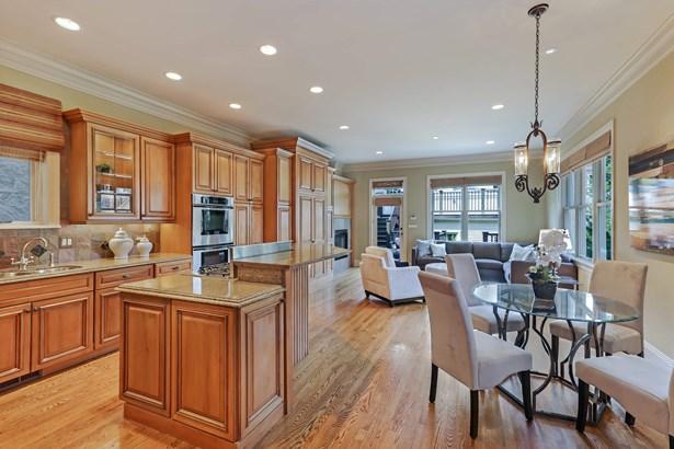 Kitchen/Family Room (photo 5)