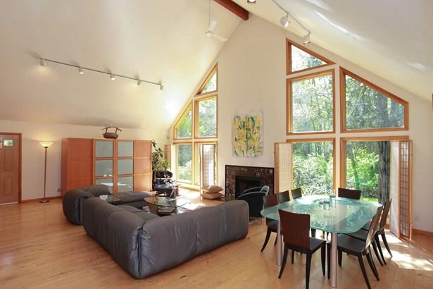Great Room (photo 5)