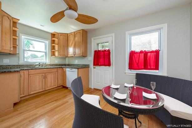 Kitchen / Dining Room (photo 3)