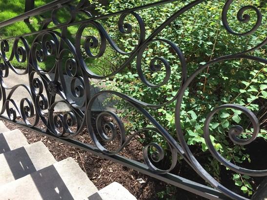 Original iron railings fully restored (photo 2)