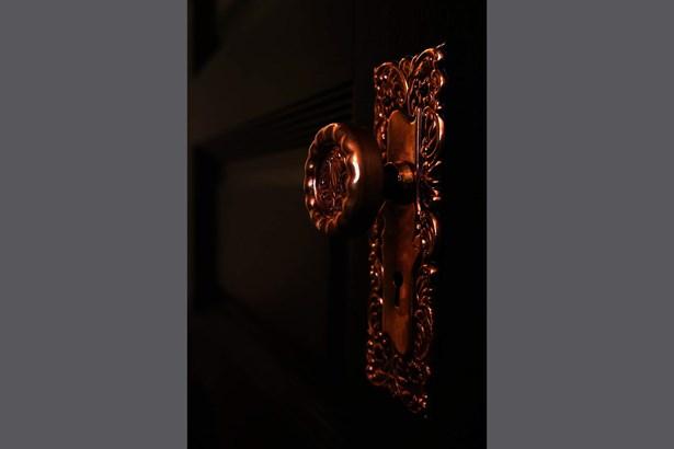 Restored 1891 solid core oak doors and brass hardw (photo 4)