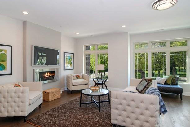 Living Room (photo 1)