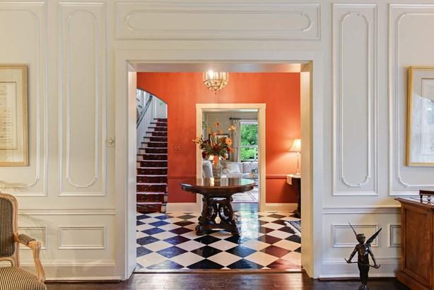 Foyer/Living Room (photo 4)