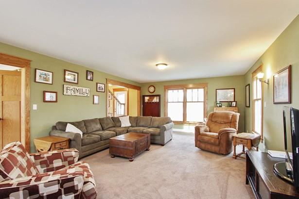 Spacious Family Room (photo 5)