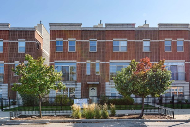 4525 W Irving Park Road, Chicago, IL - USA (photo 1)