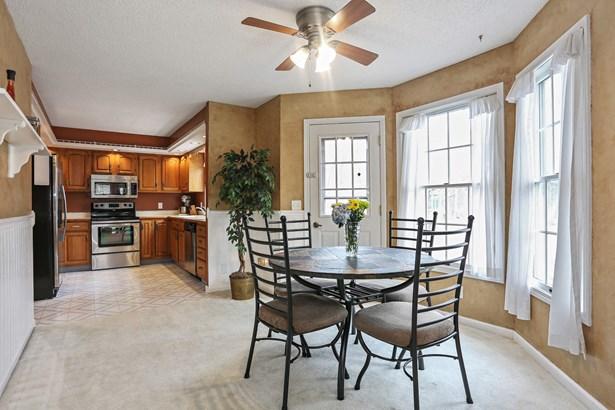 Kitchen / Breakfast Room (photo 5)