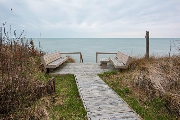 Bluff Side Deck (photo 3)