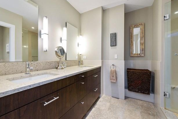 1st Floor Master bath (photo 5)