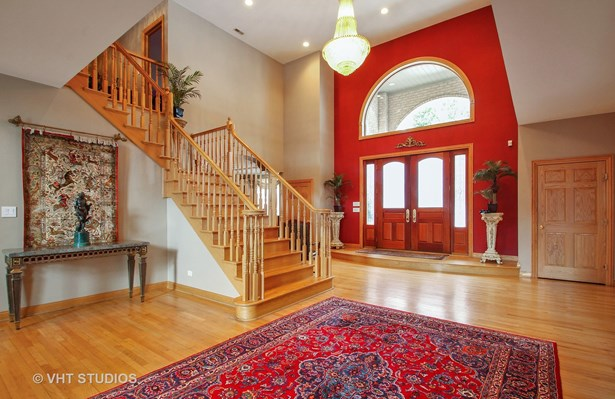 Two Story dramatic foyer viewing the entry (photo 4)