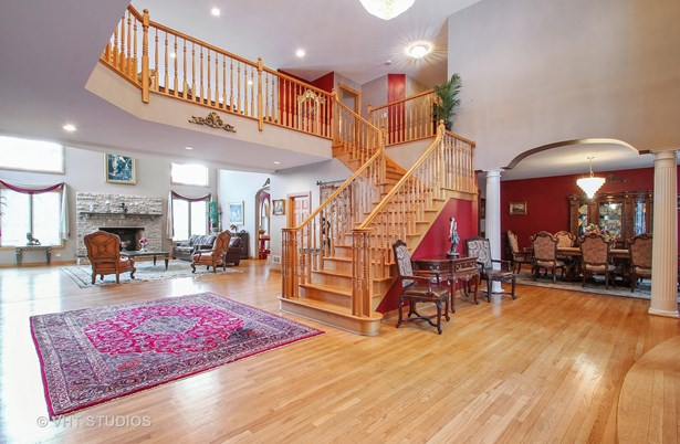 Open staircase leads to balcony and loft (photo 5)