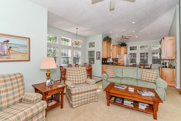 Livingroom (photo 5)