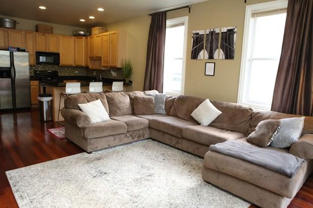 Living Room / Kitchen (photo 2)