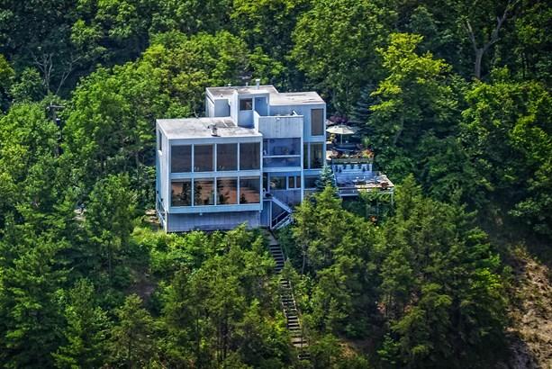 Stunning Lakefront Property (photo 1)