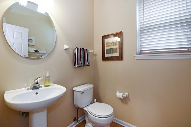 Powder Room (photo 5)