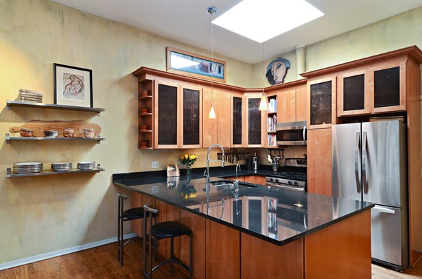 Kitchen with Granite Breakfast Bar & Stainless App (photo 5)