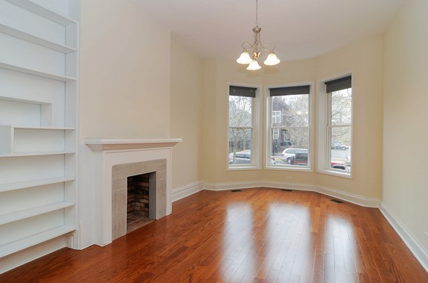 Living Room Unit 1 (photo 2)