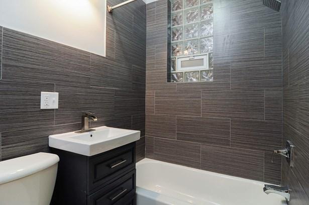 Bathroom Unit 1 (photo 5)