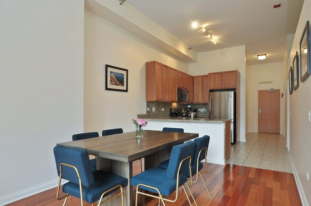 Dining Room / Kitchen/ Entrance (photo 4)