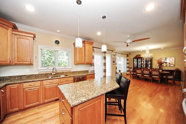 Kitchen/Dining Room (photo 5)