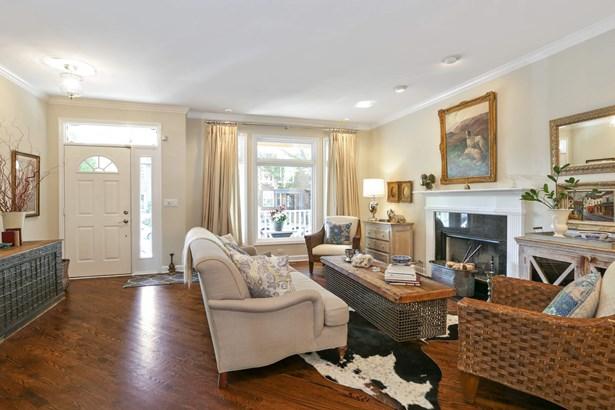 Entrance/Living Room (photo 3)