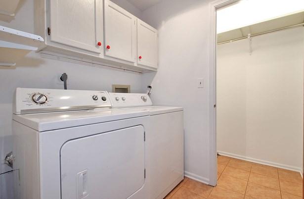 Laundry Room (photo 4)