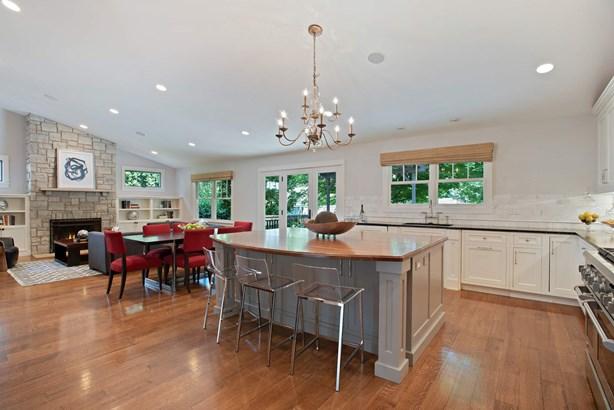 Family Room / Kitchen (photo 5)