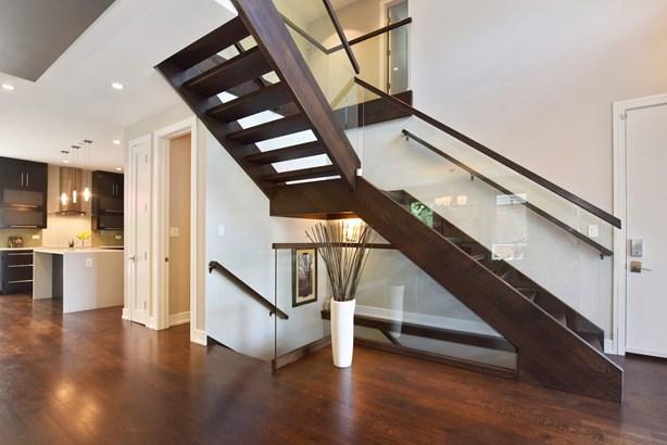Foyer/Staircase (photo 3)